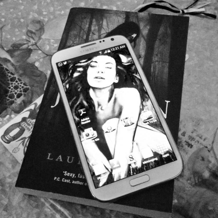 Fallen by Lauren Kate - and my Note II